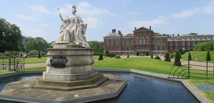 Почему в Англии сословная монархия возникла раньше, чем во Франции?